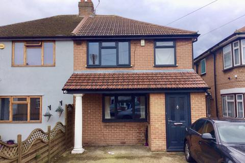 3 bedroom semi-detached house for sale - Marvell Avenue, Hayes, Middlesex, UB4