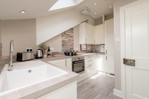 2 bedroom flat to rent - Gloucester Square, Stockbridge, Edinburgh, EH3 6EB