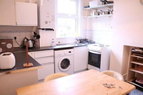 2 bedroom flat to rent - wandsworth road  SW8