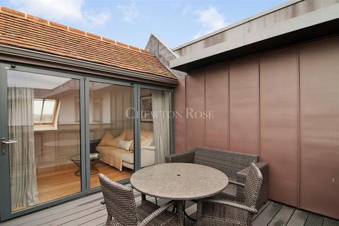 3 bedroom terraced house for sale - Eton
