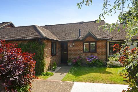 2 bedroom bungalow for sale - Wye, TN25