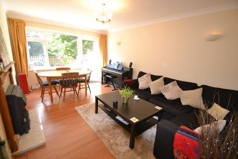 Pound Lane Epsom Surrey Kt19 2 Bed Maisonette To Rent
