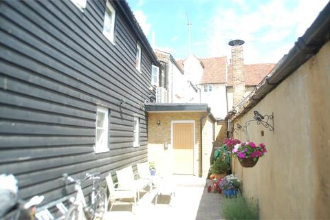 2 bedroom flat to rent - Quaker Lane, Waltham Abbey, Essex