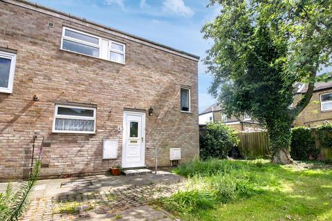 2 bedroom end of terrace house for sale - Priors Mead, Enfield