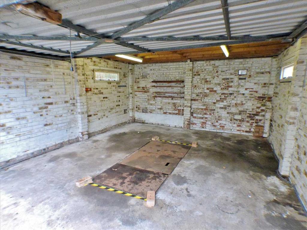 Garage   Internal (Showing Inspection Pit)