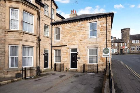 3 bedroom house - Strawberry Dale Avenue, Harrogate, North Yorkshire