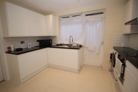 2 bedroom bungalow to rent - Mayswood Gardens, Dagenham, Essex, RM10