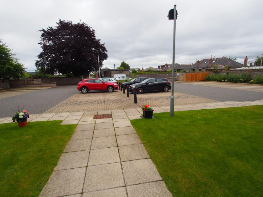 395 F Great Western Road − Car Park