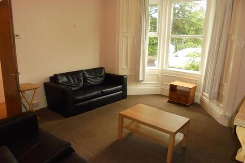 5 bedroom terraced house to rent - HEATON GROVE HEATON (HEATO27)