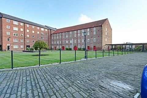 2 bedroom apartment for sale - Phoenix House, High Street, Hull, East Yorkshire, HU1