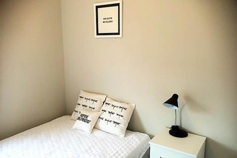 4 bedroom house share to rent - Knowle Terrace, ,