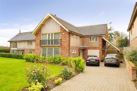 4 bedroom detached house for sale - The Pines, Harmer Hill, SY4