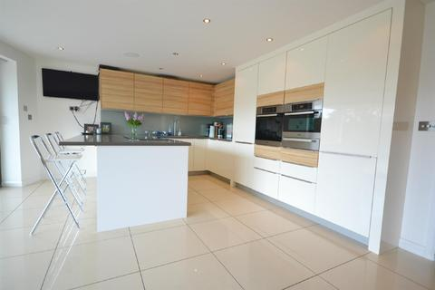 4 bedroom house for sale - Over Links Drive, Poole