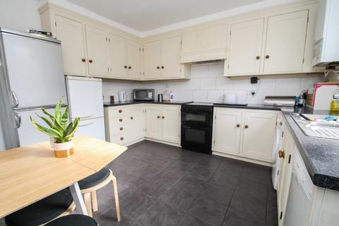 5 bedroom terraced house to rent - ALL BILLS INCLUDED - Burley Lodge Road
