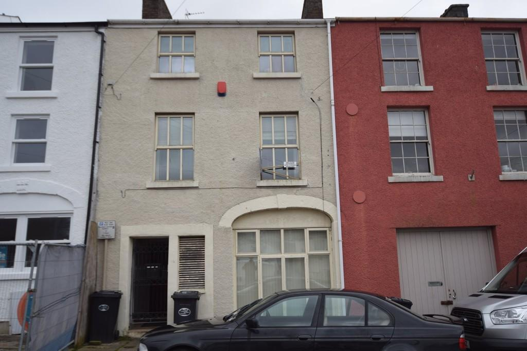 First floor flat front