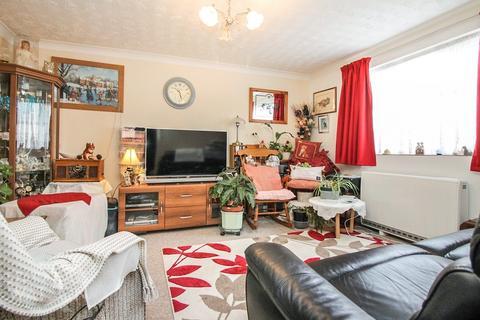 2 bedroom ground floor flat for sale - Trafalgar Court, Great Yarmouth