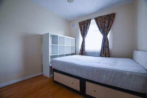 1 bedroom in a house share to rent - Queensbridge Road, Haggerston E2