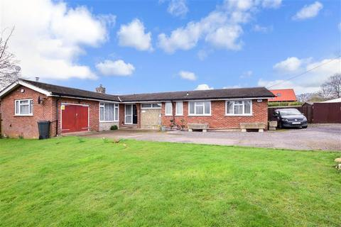 4 bedroom detached bungalow for sale - Headcorn Road, Grafty Green, Maidstone, Kent
