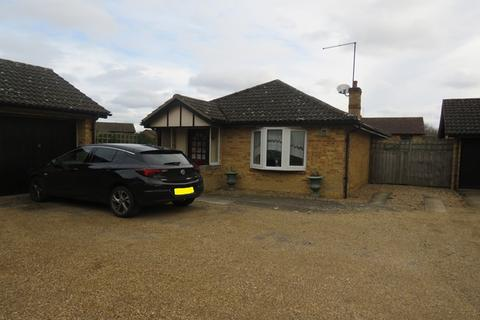 2 bedroom detached bungalow for sale - Peregrine Place, Northampton, NN4