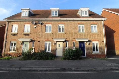 4 bedroom townhouse to rent - Wellswood , Haywards Heath, West Sussex. RH16 4FQ