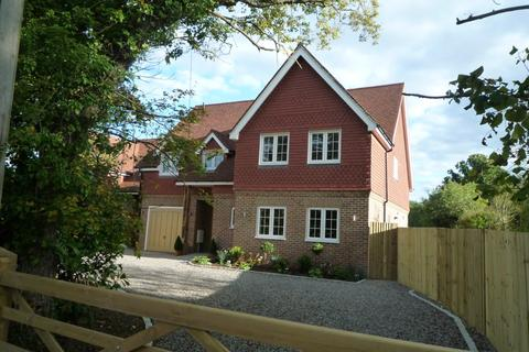 5 bedroom detached house to rent - Kings Cross Lane, Redhill