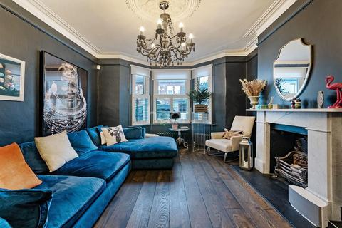 3 bedroom end of terrace house for sale - Thornbury road, Brixton SW2