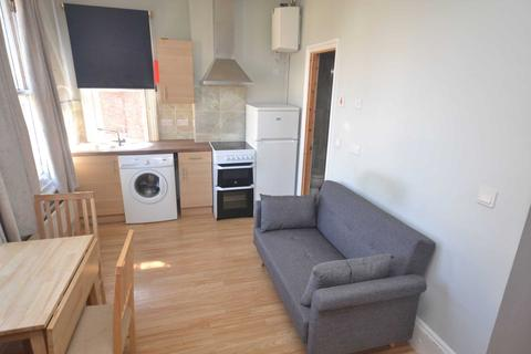 Studio to rent - Connaught Road, Reading