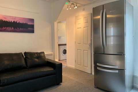 3 bedroom flat to rent - Desborough Road, High Wycombe HP11