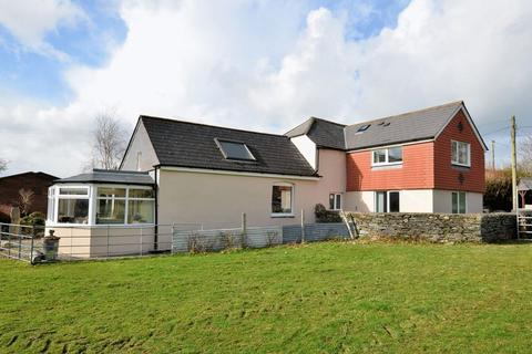 4 bedroom cottage for sale - Well presented on the outskirts of Tavistock town