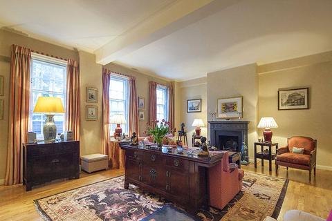 3 bedroom apartment - Duchess Of Bedford's Walk, Kensington, London, W8