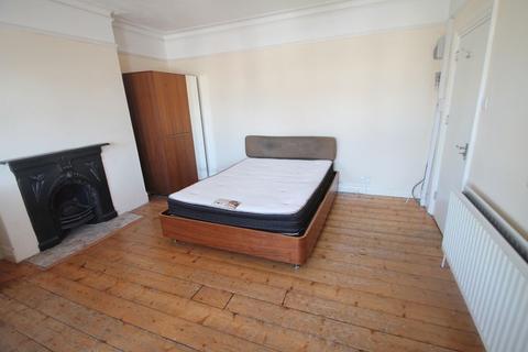 Studio to rent - Cowley Road, Uxbridge, UB8