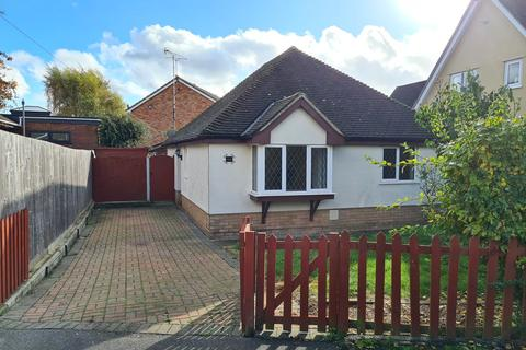 2 bedroom detached bungalow to rent - Cross Road, Maldon
