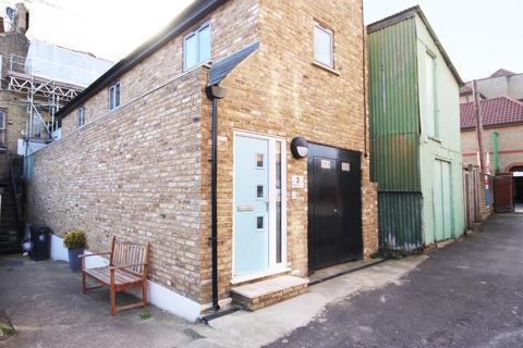 2 bedroom cottage to rent - Victoria Road, Buckhurst Hill