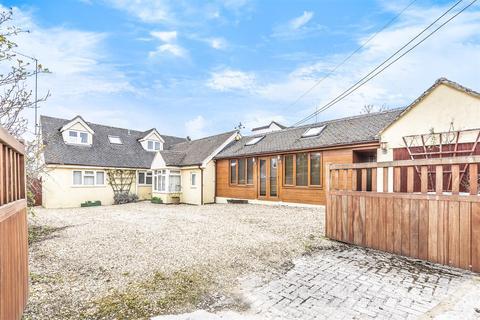 3 bedroom detached bungalow for sale - Meadow Lane, Fulbrook, Burford