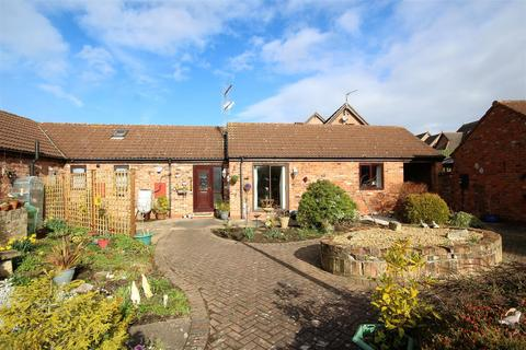 2 bedroom bungalow for sale - Grange Farm Mews Main Street, Willerby, Hull