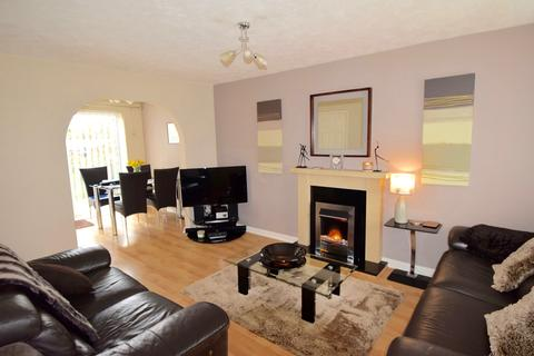 3 bedroom semi-detached house for sale - Shackleton Avenue, Yate, Yate, BS37