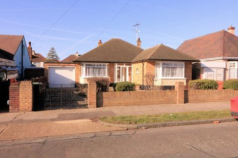 2 bedroom detached bungalow for sale - 45 Arlington Road, Thorpe Bay