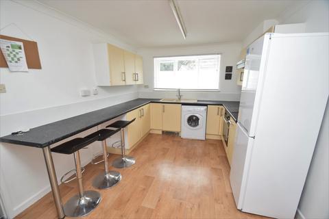 3 bedroom ground floor flat to rent - Quarry Court, Quarry Hill