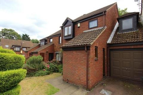 4 bedroom semi-detached house to rent - Gabrielle Close, Wembley, Greater London, HA9