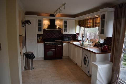 3 bedroom semi-detached house to rent - Slough, SL1