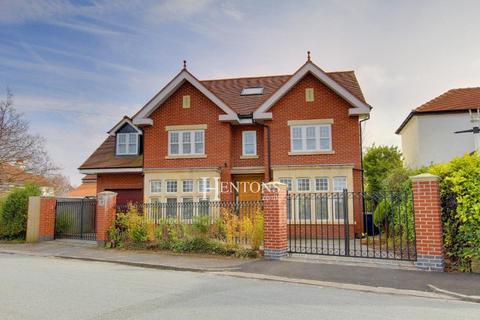 5 bedroom detached house for sale - St Edeyrns Road Cyncoed Cardiff