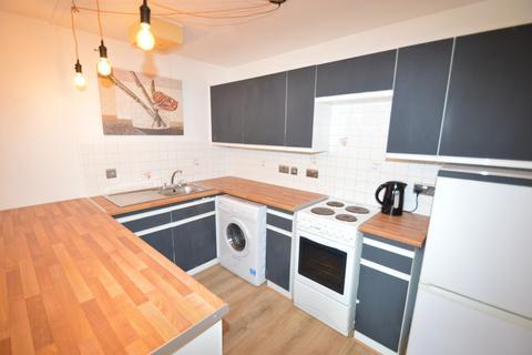 2 bedroom flat to rent - Hattersfield Close,  Belvedere, DA17