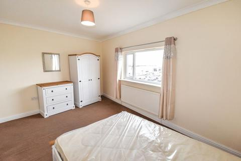 Mixed use to rent - Eldon Place, Laisterdyke, BD4