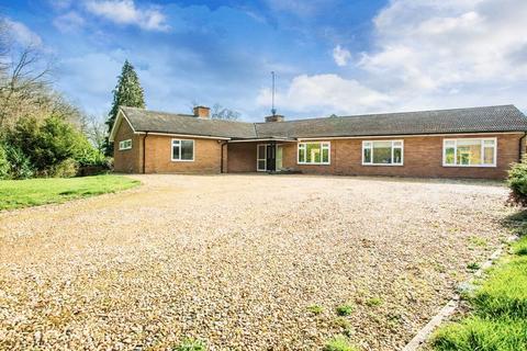 4 bedroom bungalow to rent - Stowe, Buckinghamshire