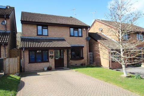 4 bedroom detached house for sale - Chervil Close, Woodhall Park, Swindon