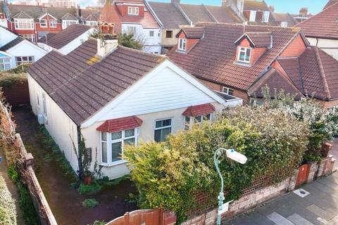 3 bedroom detached bungalow for sale - Norman Road, Hove