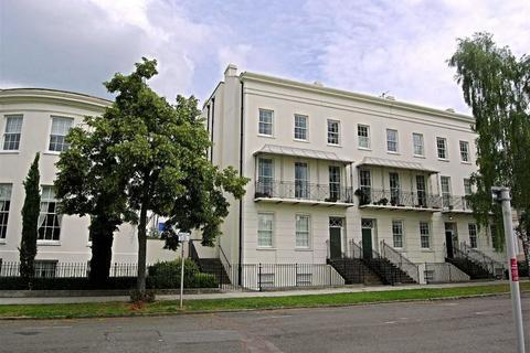 2 bedroom flat to rent - Clarence Square, Pittville, Cheltenham