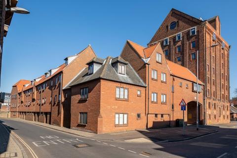 3 bedroom apartment - The Granaries, Baker Lane