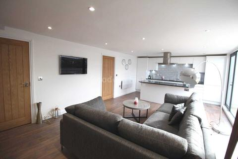 3 bedroom apartment to rent - Life Buildings, Hulme High Street, Manchester