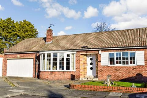2 bedroom bungalow for sale - Hartside Place, Melton Park, Gosforth, Newcastle upon Tyne, NE3 5TH